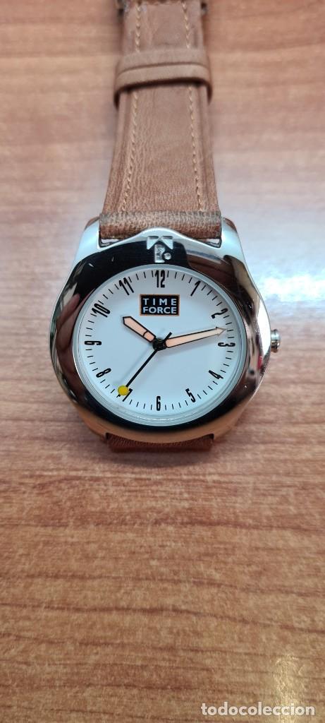 Relojes: Reloj TIME FORCE acero de cuarzo, esfera blanca, agujas amarillas, correa de cuero original marrón. - Foto 11 - 255436420