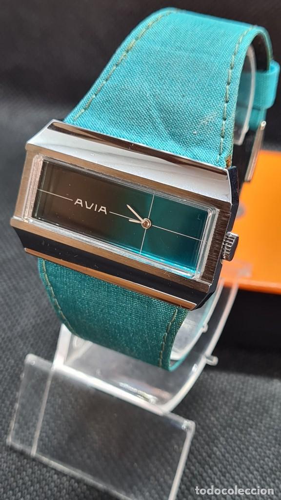 Relojes: Reloj unisex (Vintage) AVIA cuerda manual en acero, esfera color azul, correa cuero azul. FHF 74. - Foto 2 - 255934770