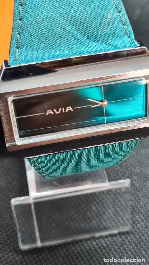 Relojes: Reloj unisex (Vintage) AVIA cuerda manual en acero, esfera color azul, correa cuero azul. FHF 74. - Foto 3 - 255934770