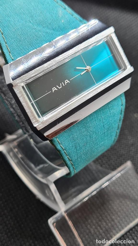 Relojes: Reloj unisex (Vintage) AVIA cuerda manual en acero, esfera color azul, correa cuero azul. FHF 74. - Foto 5 - 255934770