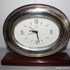 Relojes: RELOJ DESPERTADOR DE SOBREMESA DE MADERA GENEVE.. Lote 277034458
