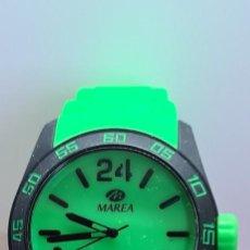 Relojes: RELOJ UNISEX CUARZO MARCA MAREA, ESFERA VERDE, CORREA DE SILICONA VERDE, AGUJAS NEGRAS, RELOJ NUEVO.. Lote 280113838