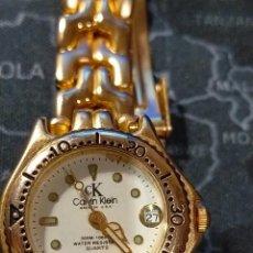 Relojes: RELOJ DE PULSERA PARA SEÑORA CALVIN KLEIN BAÑADO EN ORO. Lote 294372478