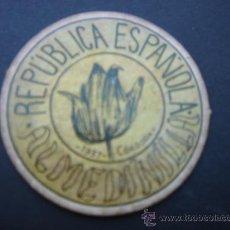 Reproducciones billetes y monedas: CARTÓN MONEDA LOCAL DE ALMEDINILLA (CÓRDOBA) -TIMBRE MÓVIL-, CON SELLO 2 CTS II REPÚB. MBC+. 1937.. Lote 28134951