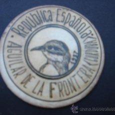 Reproducciones billetes y monedas: CARTÓN MONEDA LOCAL DE AGUILAR (CÓRDOBA) -TIMBRE MÓVIL-, CON SELLO 5 CTS II REPÚB. MBC+. 1937.. Lote 28138507