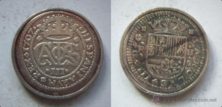 CARLOS III 1707 2 REALES REPRODUCCION DE LA FNMT BAÑO DE PLATA (Numismática - Reproducciones)