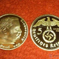Reproducciones billetes y monedas: MONEDA BAÑO DE ORO ALEMANIA NAZI 5 REICHSMARK 1938 PAUL VON HINDENBURG.. Lote 197540723