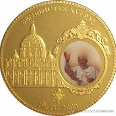 Reproducciones billetes y monedas: VATICANO. MEDALLA BENEDICTO XVI. ESMALTADA 2005. Lote 50611607