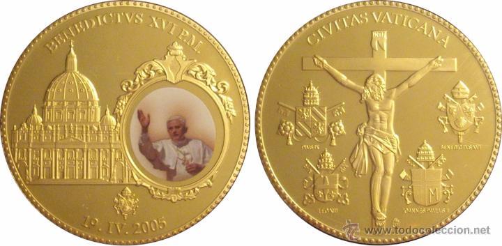 Reproducciones billetes y monedas: VATICANO. MEDALLA BENEDICTO XVI. ESMALTADA 2005 - Foto 4 - 50611607