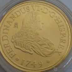 Reproducciones billetes y monedas: REPRODUCCION 8 ESCUDOS DOBLON FERNANDO VI FNMT HISTORIA DE LA MONEDA ESPAÑOLA, PLATA DE LEY Y ORO. Lote 197292551