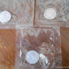 Reproducciones billetes y monedas: 3 MONEDAS REPRODUCCIONES 1 PTA. AÑOS 1933-1934-1944 . Lote 56106408