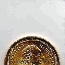 Reproducciones billetes y monedas: MONEDA REPRODUCCIÓN, REPLICA ~ EKL FNTM EL PAIS ~ 8 ESCUDOS ~ REY CARLOS III ~ BAÑO DE ORO. Lote 68559317