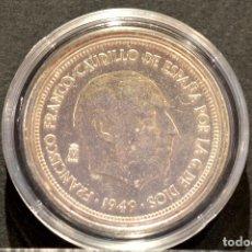 Reproducciones billetes y monedas: BONITA REPRODUCCIÓN MONEDA PLATA 5 PESETAS 1949 FRANCO METAL CON BAÑO DE PLATA FINA. Lote 76923331