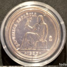 Reproducciones billetes y monedas: BONITA REPRODUCCIÓN MONEDA PLATA 1 PESETA 1933 ESPAÑA METAL CON BAÑO DE PLATA FINA. Lote 76923343