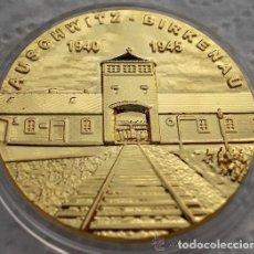 Reproducciones billetes y monedas: MONEDA ALEMANIA AUSCHWITZ BIRKENAU 1940 1945 CAMPO CONCENTRACIÓN CHAPADA EN ORO 24K. Lote 77475425