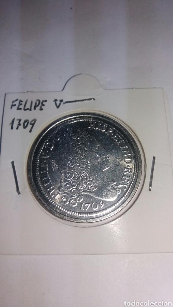 REPRODUCCIÓN EN BAÑO DE PLATA DE FELIPE V 1709 (Numismática - Reproducciones)