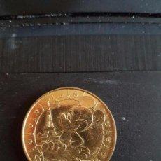 Reproducciones billetes y monedas: MONEDA DE PARÍS, DISNEYLAND; MICKEY Y LA TORRE EIFFEL. TRAÍDA DE PARÍS; BUEN ESTADO DE CONSERVACIÓN. Lote 89406992