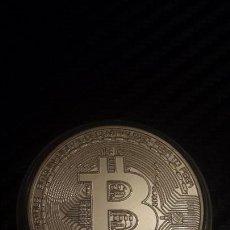 Reproducciones billetes y monedas: MONEDA BITCOIN PLATEADA . Lote 103250499