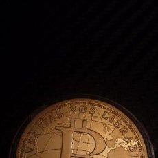Reproducciones billetes y monedas: MONEDA BITCOIN BTC DORADA . Lote 103250579