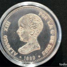 Reproducciones billetes y monedas: BONITA REPRODUCCIÓN MONEDA DE PLATA 5 PESETAS 1889 ALFONSO XIII ESPAÑA METAL BAÑO EN PLATA FINA. Lote 76750851