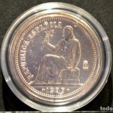 Reproducciones billetes y monedas: BONITA REPRODUCCIÓN MONEDA PLATA 1 PESETA 1933 ESPAÑA METAL CON BAÑO DE PLATA PURA. Lote 76923343