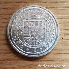Reproducciones billetes y monedas: REPRODUCCION MONEDA 8 REALES. MEXICO 1725. BAÑO DE PLATA. MONEDA-127. Lote 143709124