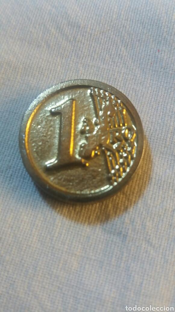 MONEDA REPLICA DE UN EURO CON CRUZ DE CARAVACA EN ANVERSO (Numismática - Reproducciones)