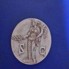 Reproducciones billetes y monedas: ÓVALO DECORATIVO CON REPALDO DE MADERA. Lote 136351054