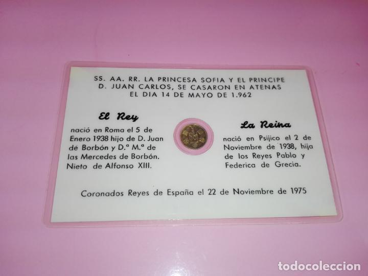 Reproducciones billetes y monedas: TARJETA-CONMEMORATIVA-BODA DE LOS REYES JUAN CARLOS&SOFÍA-MONEDA 100 PESETAS-DORADA- - Foto 4 - 143061234