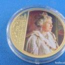 Reproducciones billetes y monedas: MONEDA O MEDALLA EL JUBILEO DE DIAMANTE DE SU MAJESTAD LA REINA ELIZABETH II AÑO 2012.. Lote 144583186