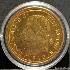 Reproducciones billetes y monedas: BONITA REPRODUCCIÓN MONEDA DE ORO ESPAÑA 320 REALES 1810 JOSE NAPOLEON METAL CON BAÑO DE ORO PURO. Lote 125306647