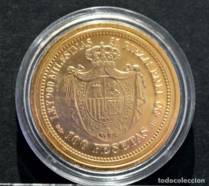 Reproducciones billetes y monedas: BONITA REPRODUCCIÓN MONEDA DE ORO ESPAÑA 100 PESETAS 1870 METAL CON BAÑO DE ORO PURO - Foto 3 - 76843751