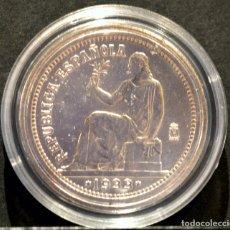 Reproducciones billetes y monedas: BONITA REPRODUCCIÓN MONEDA PLATA 1 PESETA 1933 ESPAÑA METAL CON BAÑO DE PLATA PURA. Lote 145244465