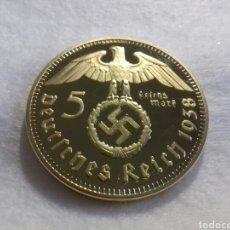Reproducciones billetes y monedas: MAGNIFICA REPRODUCCION-BAÑO DE ORO -5 DEUTSCHES REICH 1938. Lote 147881580