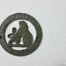 Reproducciones billetes y monedas: MONEDA CINCO CENTIMOS RECORTADA. Lote 147980190