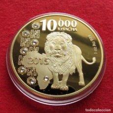 Reproducciones billetes y monedas: ZAMBIA 10000 KWACHA 2015 LEON COPIA REPLICA COBRE-NÍQUEL 31GR - 1 ONZA. Lote 157305386