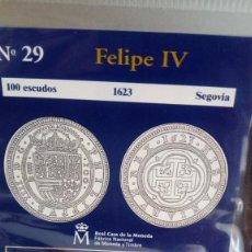 Reproducciones billetes y monedas: REPRODUCCIÓN MONEDA 100 ESCUDOS 1623 FELIPE IV CON BAÑO DE ORO PURO. Lote 159134326