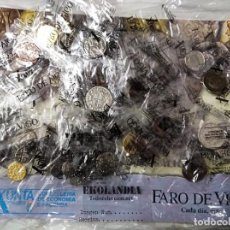 Reproduções notas e moedas: FV LAS MONEDAS EN LA HISTORIA DE GALICIA EKL SEMICOMPLETO ± 50 DE 60. REPRODUCIÓN FARO DE VIGO. Lote 284789038