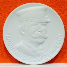 Reproductions billets et monnaies: MEDALLA CERAMICA DE FERDINAND GRAF ZEPPELIN – 150 AÑOS ORDEN POUR LE MERITE - ALEMANIA. Lote 168487860