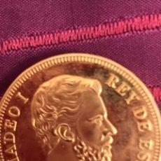 Reproducciones billetes y monedas: MONEDA BAÑADA EN ORO. Lote 177645285