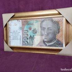 Reproducciones billetes y monedas: LAMINA DE BILLETE DE 5.000 PESETAS 1868 - 2001 ADIÓS PESETA, 60 X 36 CMS., ENMARCADA. Lote 178598247