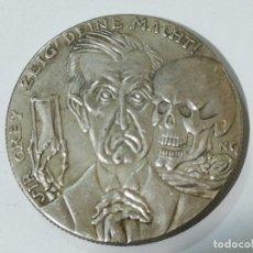 Reproducciones billetes y monedas: REPRODUCCIÓN MEDALLA DEL GRABADOR ALEMÁN KARL GOETZ EL DESPERTAR DE EGIPTO DE 1915. Lote 178622661