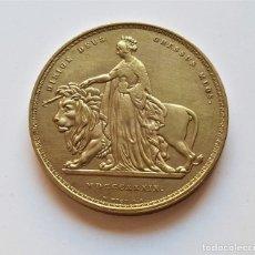 Reproducciones billetes y monedas: REINO UNIDO 5 LIBRAS 1839 VICTORIA - 37.MM DIAMETRO 28.10.GRAMOS. Lote 179128815