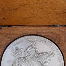 Reproducciones billetes y monedas: MONEDA DE PLATA 999 DE 20 ONZAS CONMEMORATIVA QUINTO CENTENARIO DEL REINADO DE CARLOS L. Lote 180247762