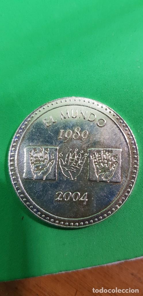 MEDALLA PARA EL 15 ANIVERSARIO DEL DIARIO EL MUNDO 1989-2004. REVERSO CITA DE ... (Numismática - Reproducciones)