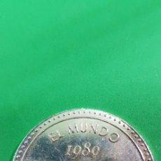 Reproducciones billetes y monedas: MEDALLA PARA EL 15 ANIVERSARIO DEL DIARIO EL MUNDO 1989-2004. REVERSO CITA DE .... Lote 180966166