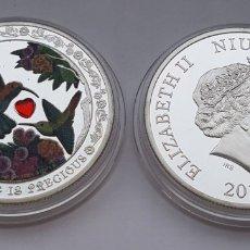 Reproducciones billetes y monedas: 2 DOLARES ELIZABETH II NIUE 2016 CON PIEDRA SWAROVSKI. Lote 181194277