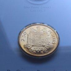 Reproducciones billetes y monedas: DOS CINCUENTA PESETAS DE PLATA 925 BAÑADA EN ORO 24. COLECCIÓN HISTORIA DE LA PESETA. REPRODUCCIÓN.. Lote 182183686