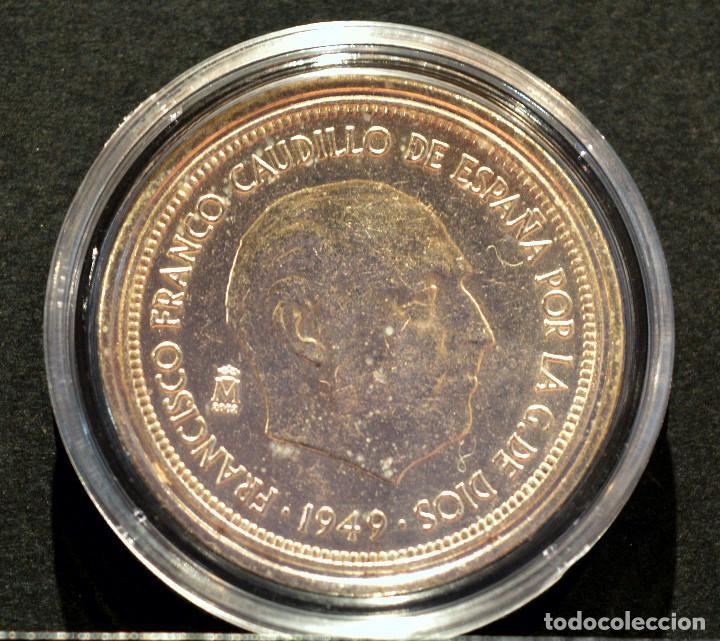 Reproducciones billetes y monedas: BONITA REPRODUCCIÓN MONEDA PLATA 5 PESETAS 1949 FRANCO METAL CON BAÑO DE PLATA PURA - Foto 2 - 76923331