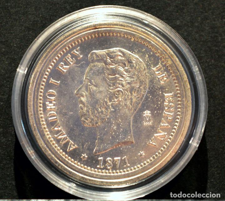 Reproducciones billetes y monedas: BONITA REPRODUCCIÓN MONEDA PLATA 5 PESETAS 1871 AMADEO I ESPAÑA METAL CON BAÑO DE PLATA PURA - Foto 2 - 76923379